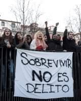 Podemos pide despenalizar la venta ambulante tras la batalla campal de Lavapiés