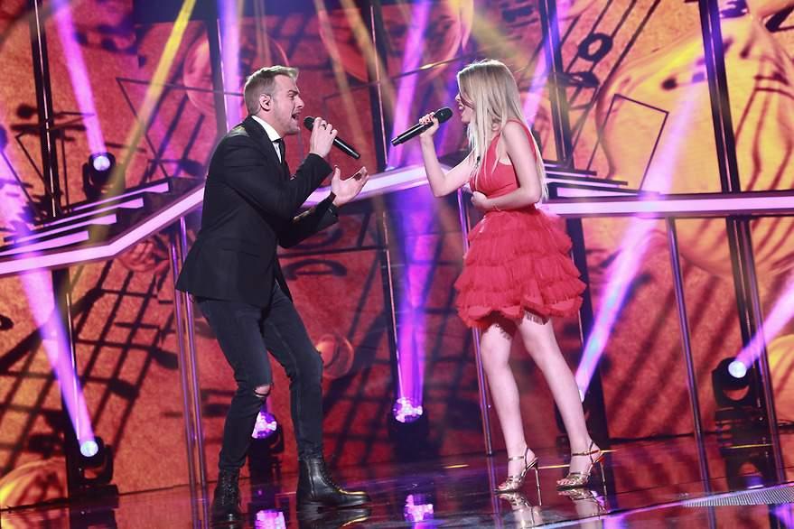 Alex y Nerea cantando 'Vivo por ella' - 880x
