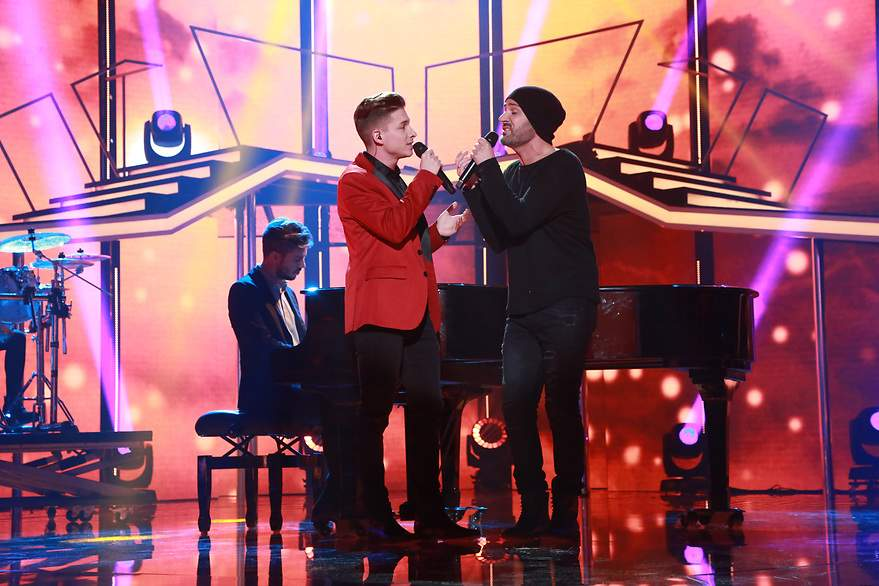 Raoul y Alejandro cantan 'Don't let the sun go down on me' - 880x