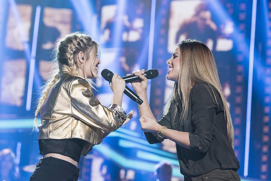 Nerea y Miriam cantan 'Cómo hablar' de Amaral - 880x