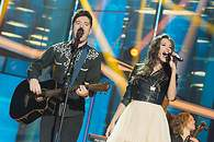 Roi y Ana Guerra cantando 'There's Nothing Holding' - 195x130