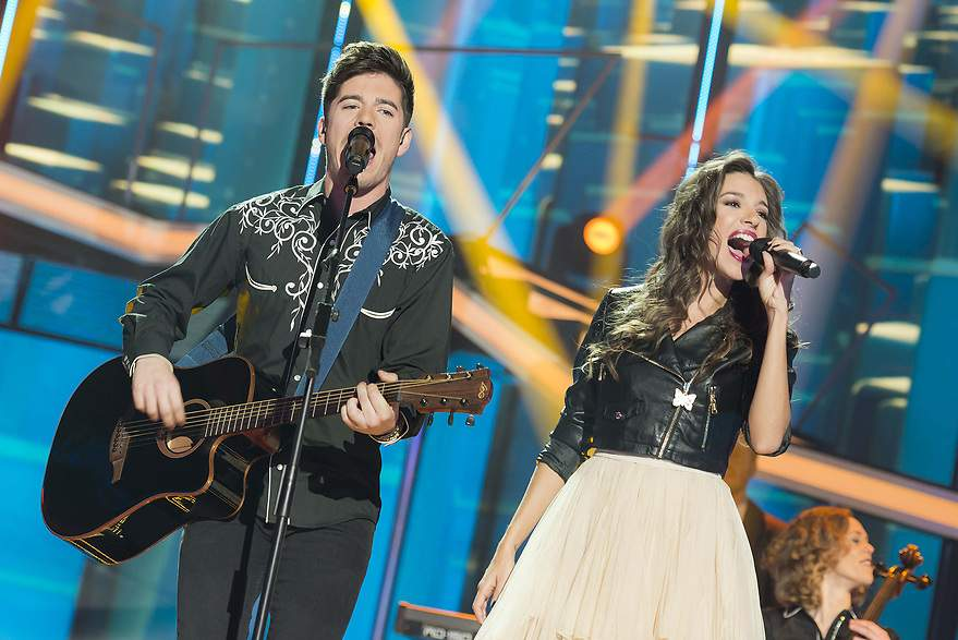 Roi y Ana Guerra cantando 'There's Nothing Holding' - 880x
