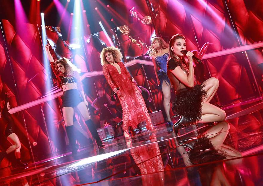 Mimi, Ana, Natalia y Gisela cantan 'Lady Marmalade' - 880x