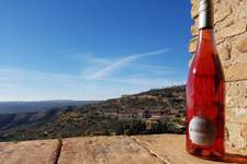 Bodega Pirineos lanza su nueva añada del Alquézar Rosado