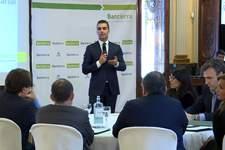 El director general de Bantierra cree que la única forma de avanzar en el mundo empresarial es escuchar al cliente