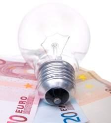 La luz subirá en torno al 6% en España por el parón de veinte nucleares en Francia