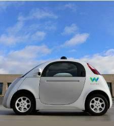 Alphabet acusa a Uber de robar tecnologías de sus coches autodirigidos