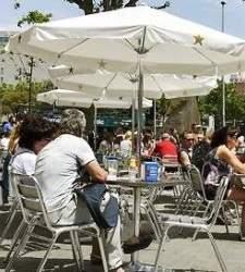 La hostelería se hunde en Barcelona y exige frenar la DUI