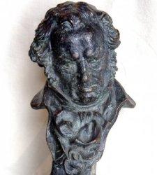 Se cumplen 30 años de los Goya: estatuillas desmontables, niños premiados y galas polémicas