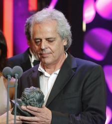 Juan Diego Botto alude a los compañeros titiriteros en los Goya y Pablo Iglesias le muestra su apoyo