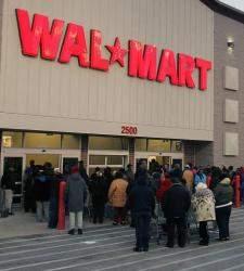 Walmart amenaza a los camioneros que muevan mercancía de Amazon