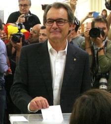 27S-ArturMas-vota-27sept2015LuisMoreno.jpg