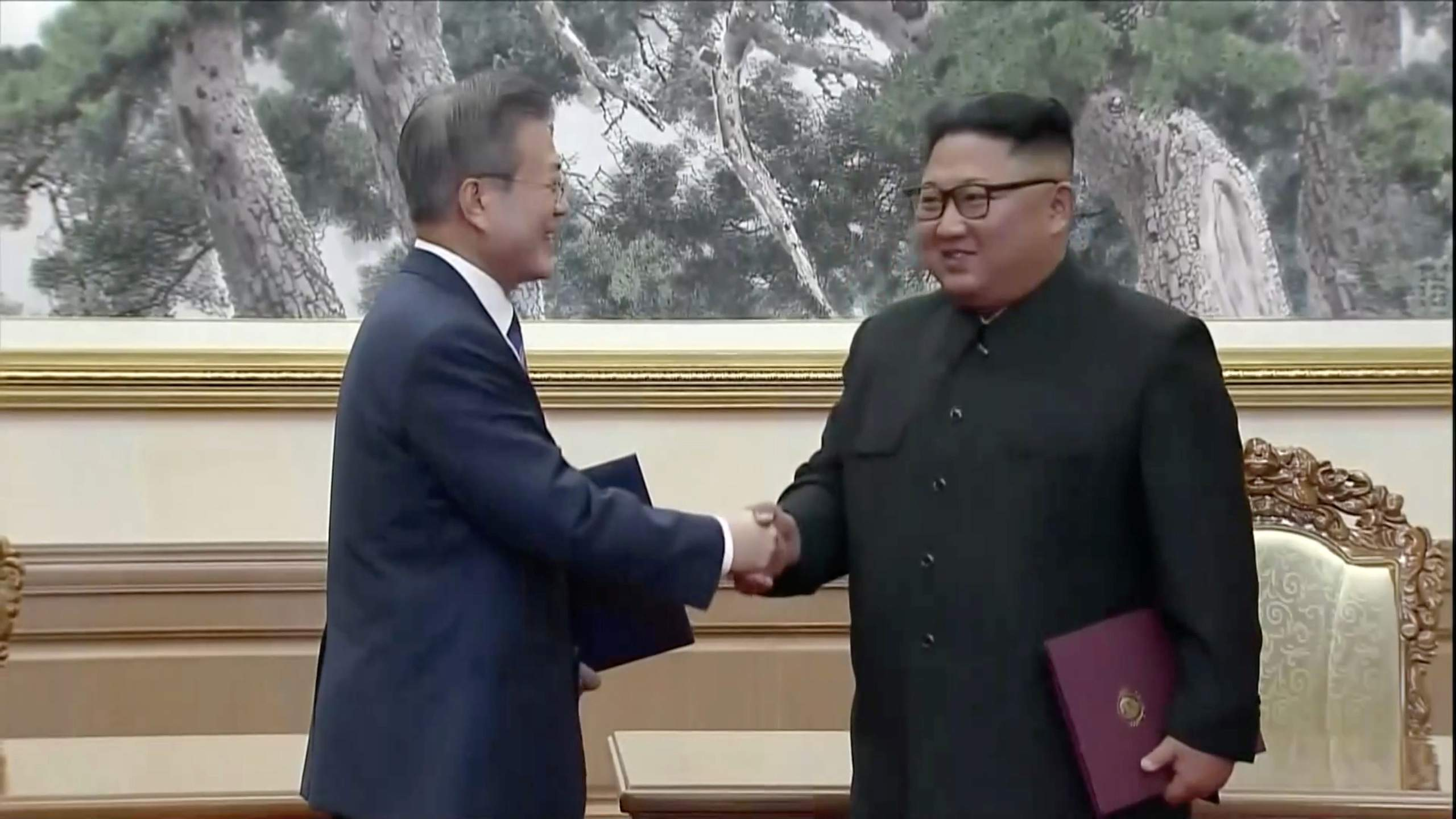 kim-jon-un-Moon-Jae-in.jpg