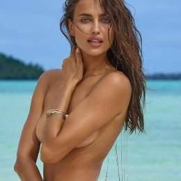 Irina Shayk vuelve al trabajo completamente desnuda