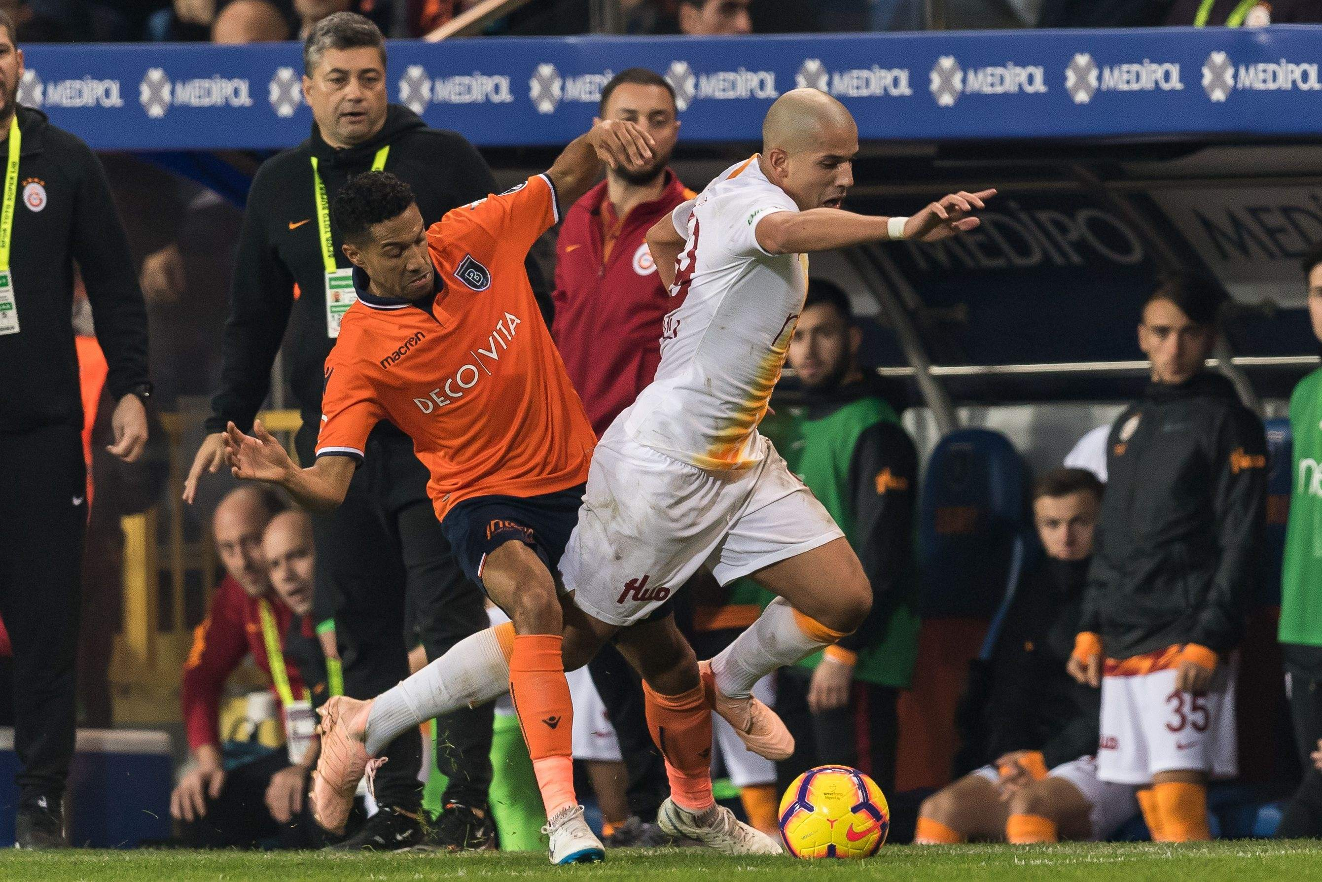 galatasaray-basaksehir-superliga-turquia-getty.jpg