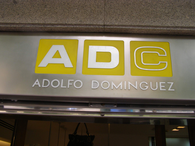 Adolfo dom nguez planea recortar su plantilla en 110 for Adolfo dominguez trabajo
