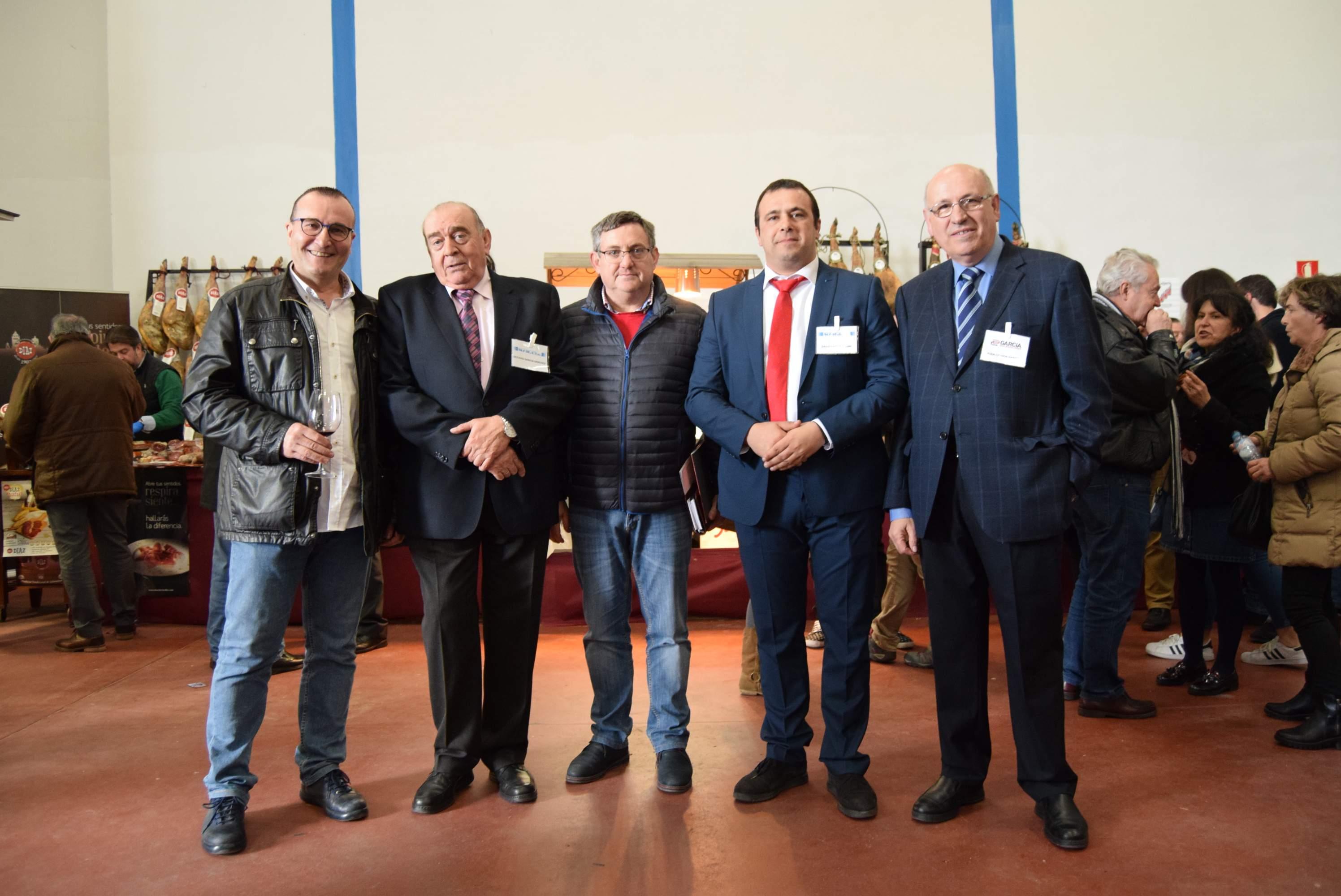 Directivos-de-Refricon-y-Distribuciones-Garcia-con-responsables-de-El-Olivar-de-Santa-Teresa.JPG