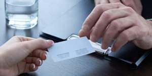 La corbata, las tarjetas de visita... Los síntomas de una oficina obsoleta