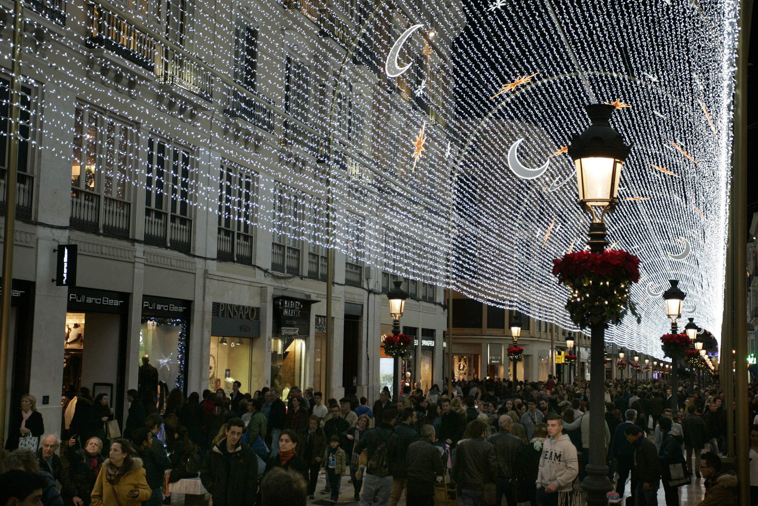 Iluminaciones ximenez enciende la navidad por todo el - Iluminacion led malaga ...