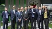 EuropaPress_2258830_El_presidente_de_Portugal_Marcelo_Rebelo_de_Sousa_el_presidente_de_Mercadona_Juan_Roig_y_miembros_del_Comite_de_Direccion_de_Mercadona_y_resto_de_miembros_del_equipo_de_Mercadona.jpg