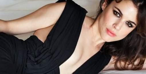 Adriana Ugarte pasa de Photoshop y luce trasero en bruto