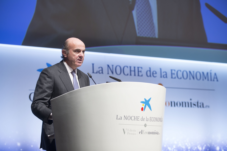 De Guindos asegura que España ha dejado atrás el modelo de las burbujas