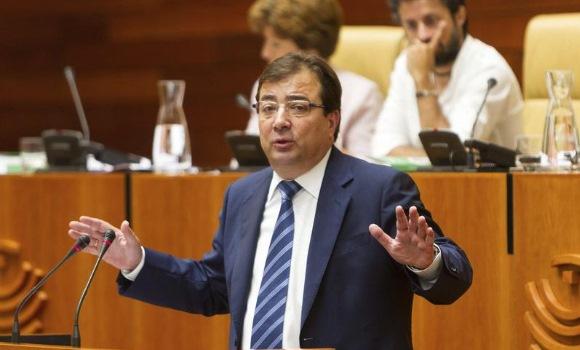 Vara es investido presidente de la Junta de Extremadura con los votos de PSOE y Podemos