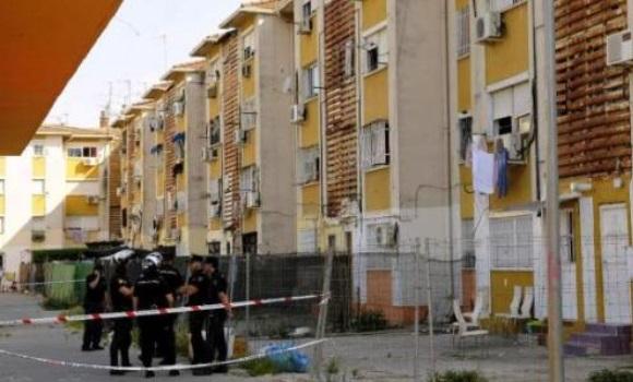 Muere una persona en el incendio de un piso en las tres mil viviendas en sevilla - Pisos para una persona madrid ...