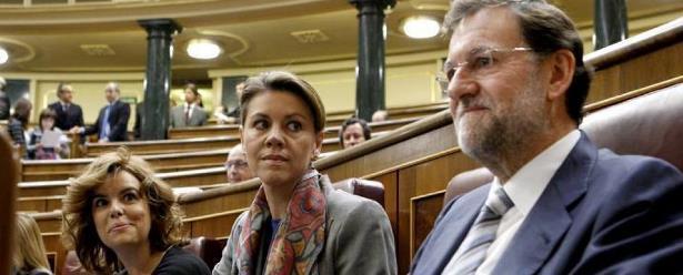 Soraya y Cospedal se quedan, y Montoro pendiente del pulgar de Rajoy