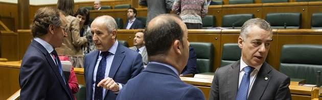 Urkullu supera el reto de los Presupuestos vascos de 2017, con el apoyo de PSE y PP
