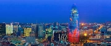 Colau ahuyenta a Hyatt: la Torre Agbar será un edificio de oficinas de Merlin