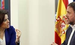 Santamaría ofrece a Junqueras mayor permisividad con las leyes catalanas