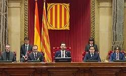 El Parlament allana el camino para poder investir a Carles Puigdemont