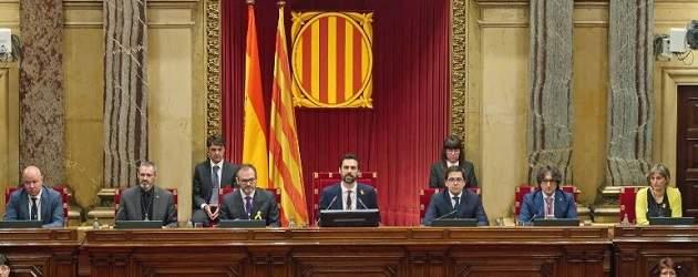 El independentismo evita el choque en su toma de control del Parlament