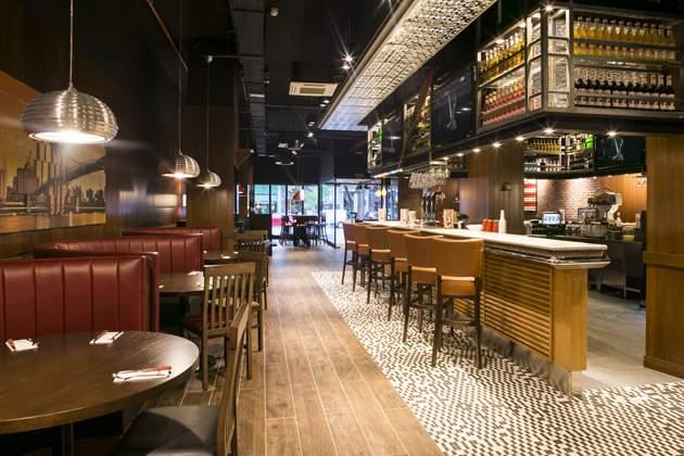 Fridays llega a zaragoza con la apertura de su primer restaurante en puerto venecia - Dias de apertura puerto venecia 2017 ...