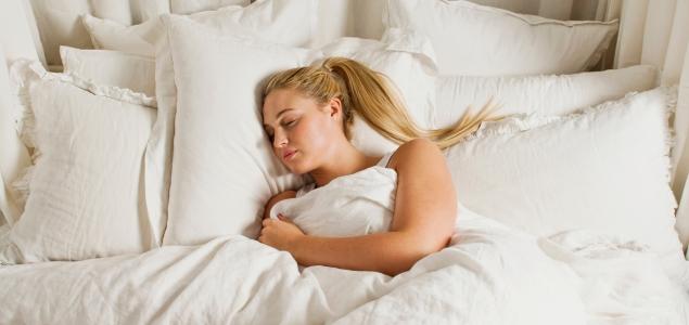 Las horas que necesita dormir una persona seg n su edad - Orientacion cama dormir bien ...