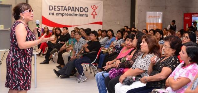 Marina Bustamante, Gerente de Renzo Costa, cuenta su experiencia a participantes del programa..JPG