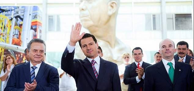 Aprobación de Peña Nieto cae a 12% tras alza en las gasolinas