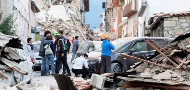 Un fuerte terremoto de magnitud 6.2 sacude el centro de Italia