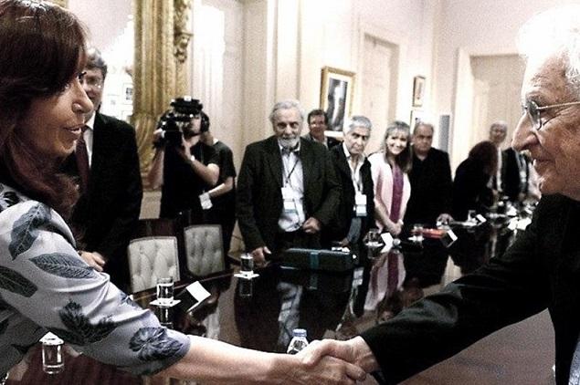 Cristina-Noam-Chomsky635largo.jpg
