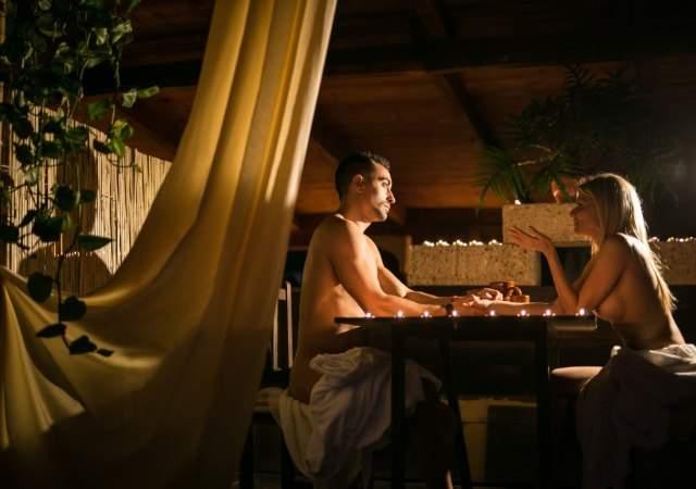 Un restaurante nudista en España