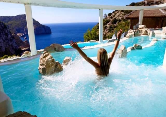 Las Cascadas Suspendidas: Ibiza