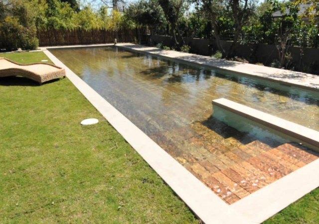 una piscina que aparece y desaparece
