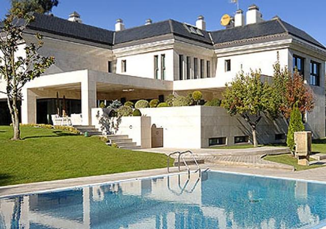 Casas para vivir como los futbolistas del madrid y bar a for Casas modernas en madrid