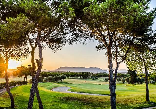 Cinco hoteles de lujo en espa a para los amantes del golf for Hoteles de lujo en espana ofertas
