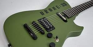 La famosa guitarra verde de Matt Bellamy, cantante de Muse, sale a la venta en edición limitada