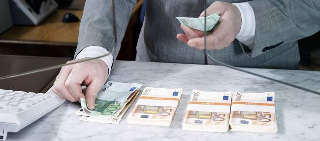 dinero_cajero_banco.jpg