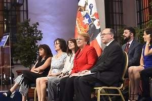 Bachelet recibe las bases ciudadanas para elaborar una nueva Constitución