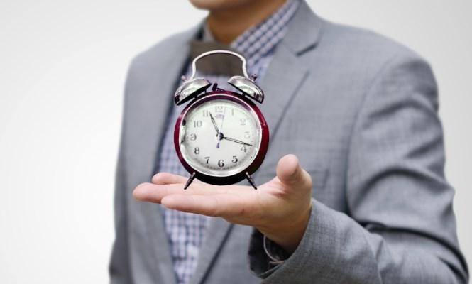 trabajador-reloj-istock-665.jpg