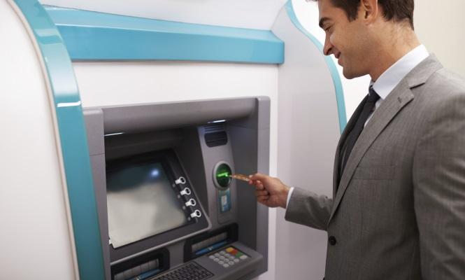 Los cajeros se preparan para olvidarse de las tarjetas dar n dinero usando s lo el m vil for Dinero maximo cajero